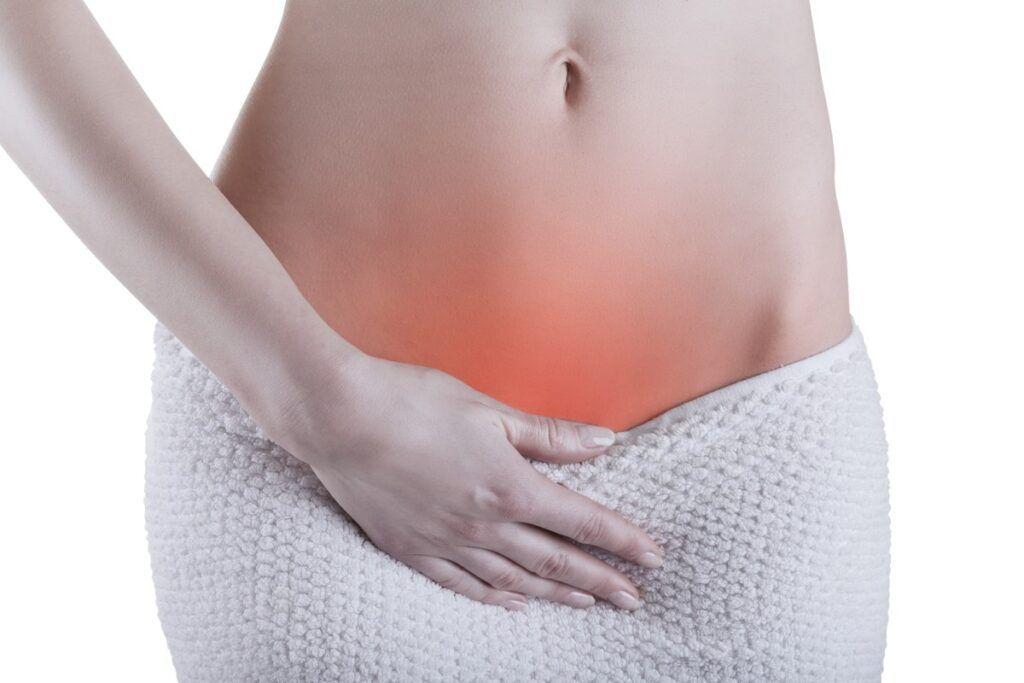 Ra máu âm đạo bất thường là một trong nhiều dấu hiệu ung thư cổ tử cung