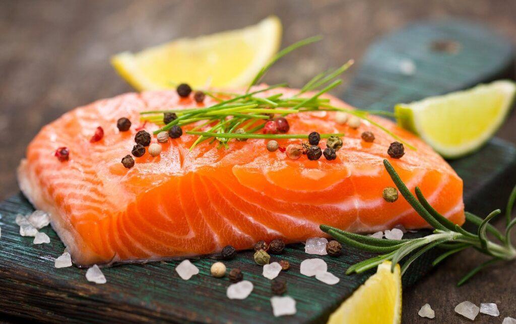 Ăn cá hồi tốt cho sức khỏe, có thể phòng ngừa ung thư da