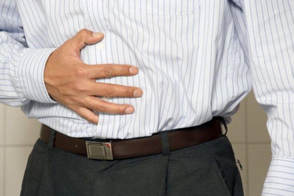 Chướng bụng là một trong những dấu hiệu ung thư gan