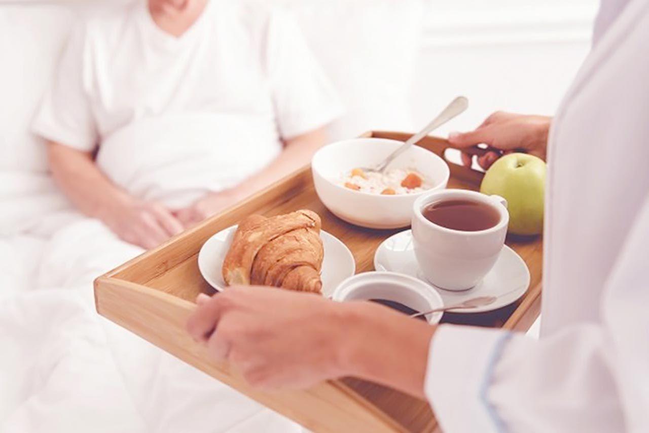 Bệnh nhân ung thư thường bị mệt mỏi, chán ăn