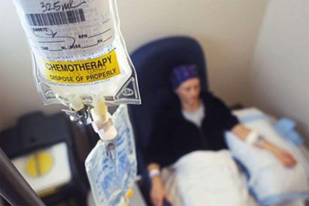 Điều trị hóa chất là một trong những phương pháp điều trị chính cho bệnh nhân ung thư cổ tử cung