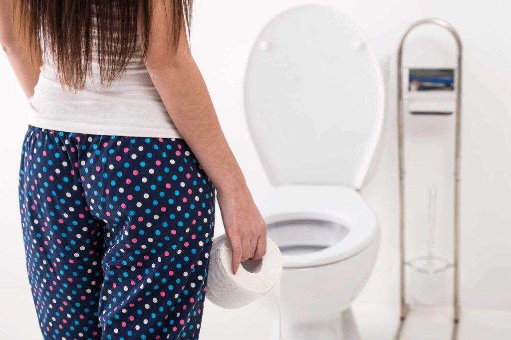Liên tục đi tiểu là một trong những triệu chứng ung thư buồng trứng