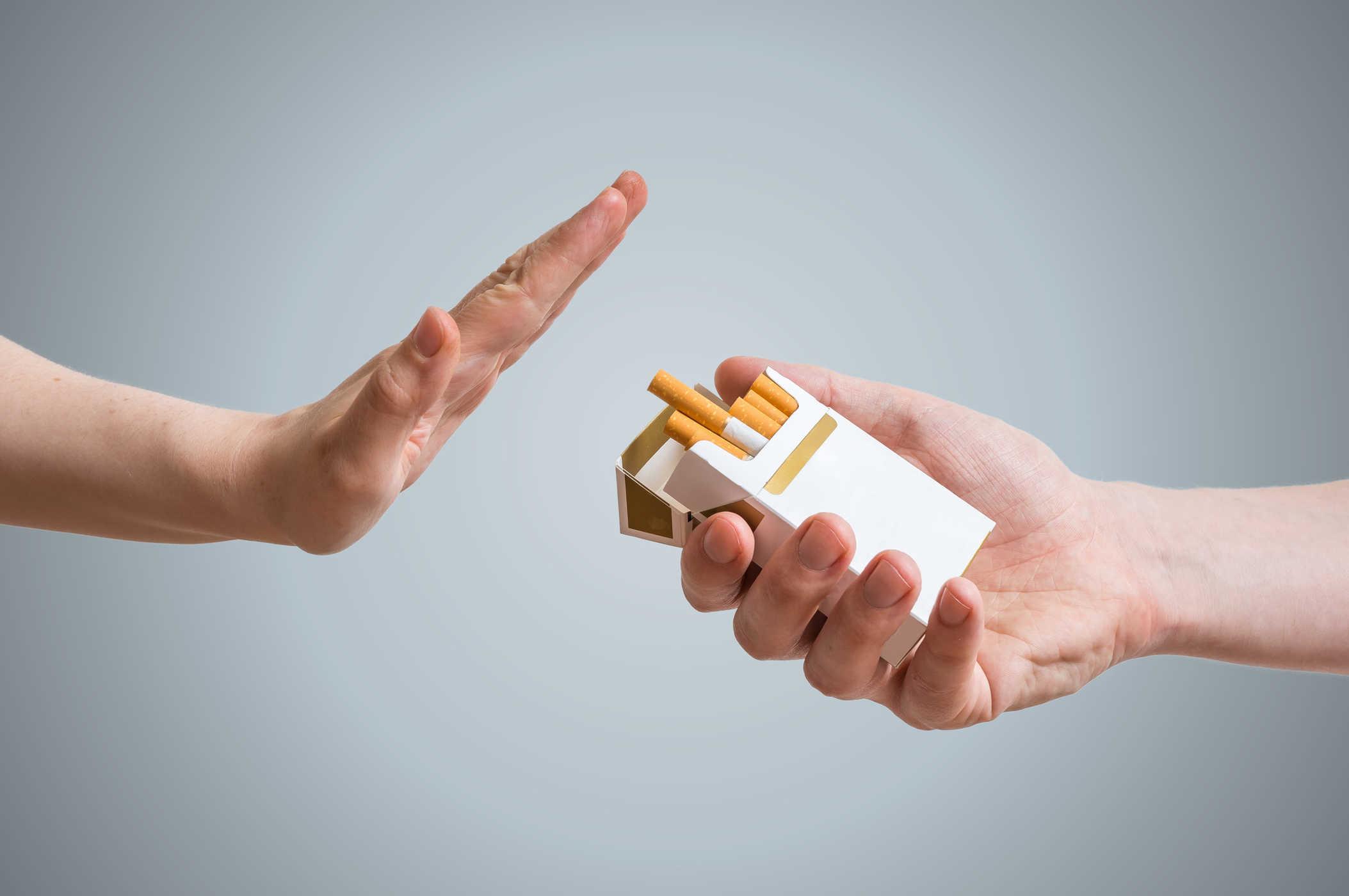 Bỏ thuốc lá là một trong những biện pháp phòng ngừa ung thư vú