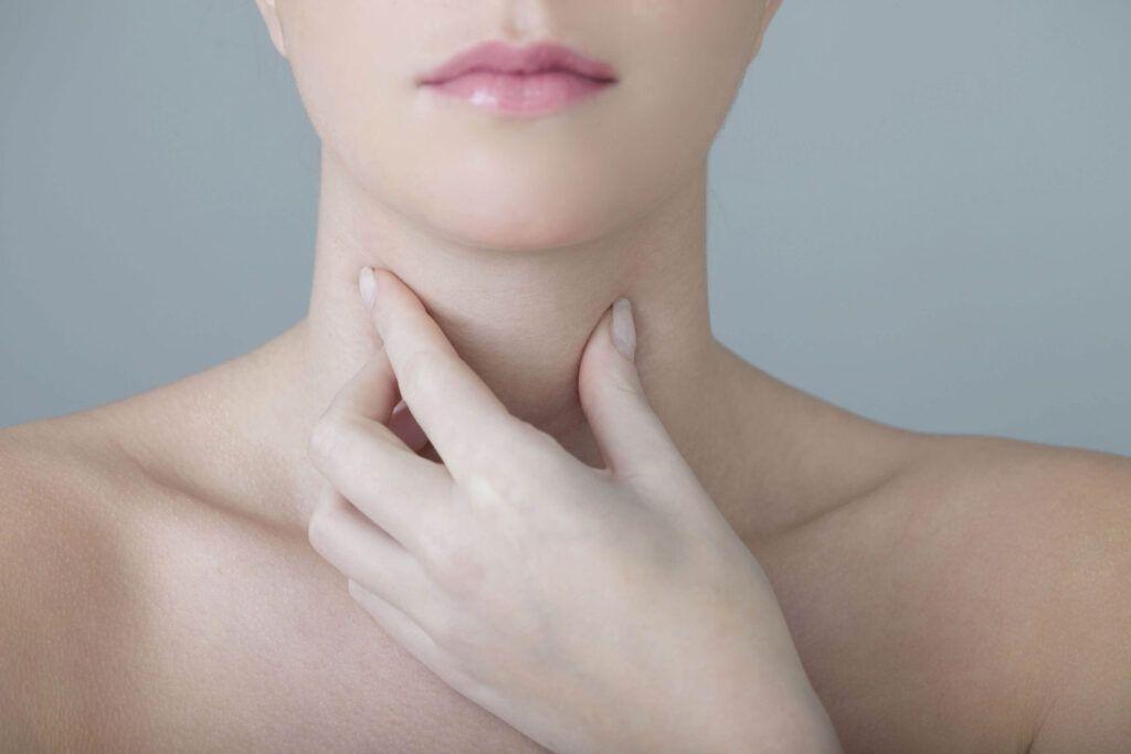 Khối u ở cổ là một trong những triệu chứng ung thư vòm họng