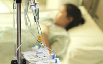 Nguyên nhân, triệu chứng và cách điều trị bệnh ung thư buồng trứng