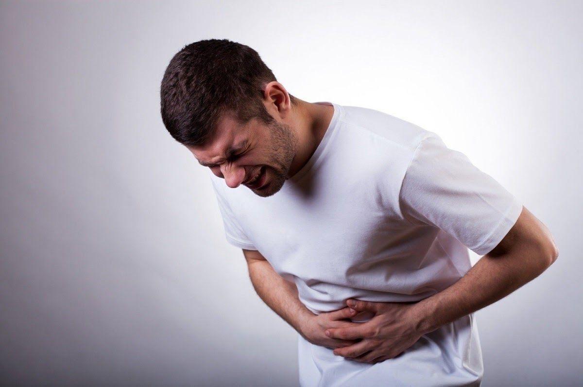 Đau bụng hoặc sưng bụng cũng mà một trong những dấu hiệu ung thư gan