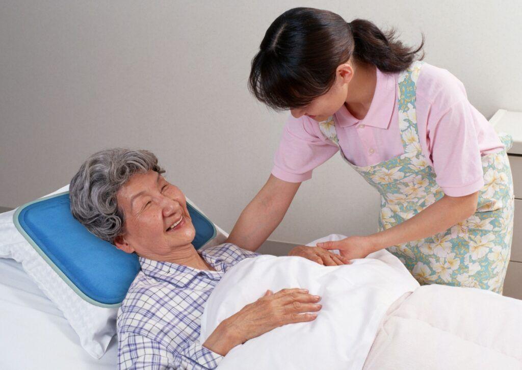 Người bệnh cần được chăm sóc cả về thể chất lẫn tinh thần