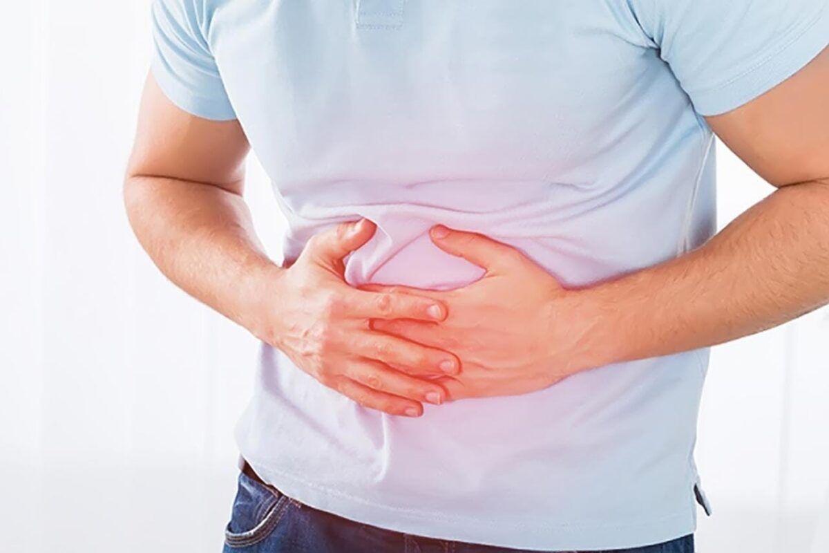 Người bệnh ung thư gan giai đoạn đầu có thể thấy xuất hiện các triệu chứng như đau bụng, buồn nôn…