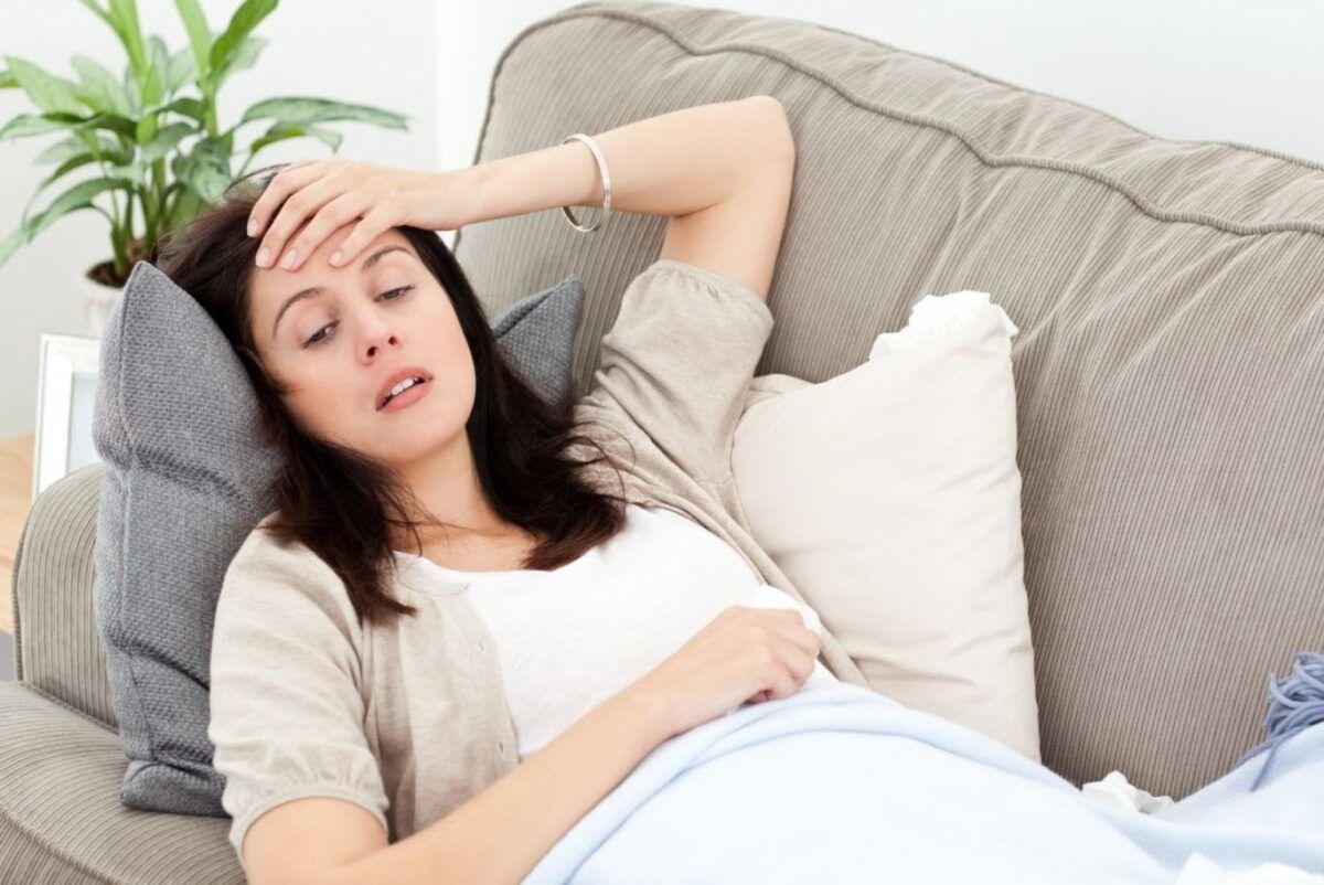 Mệt mỏi, buồn nôn là tác dụng phụ gặp phải khi điều trị ung thư