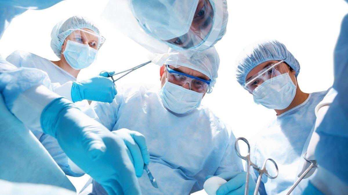 Phẫu thuật là một trong những phương pháp chính điều trị ung thư gan