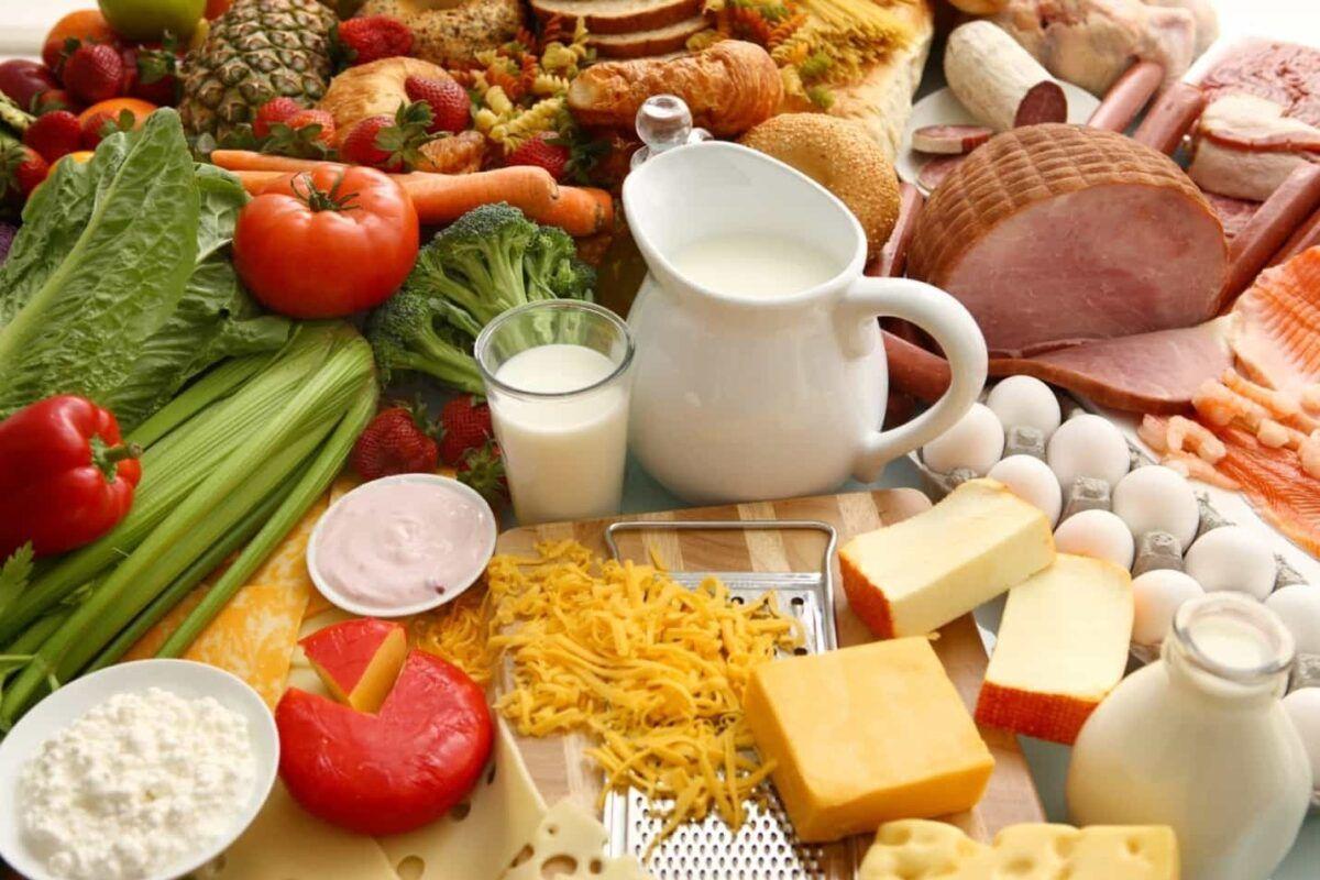 Trong chế độ ăn cho người ung thư vòm họng cần đầy đủ các nhóm dinh dưỡng