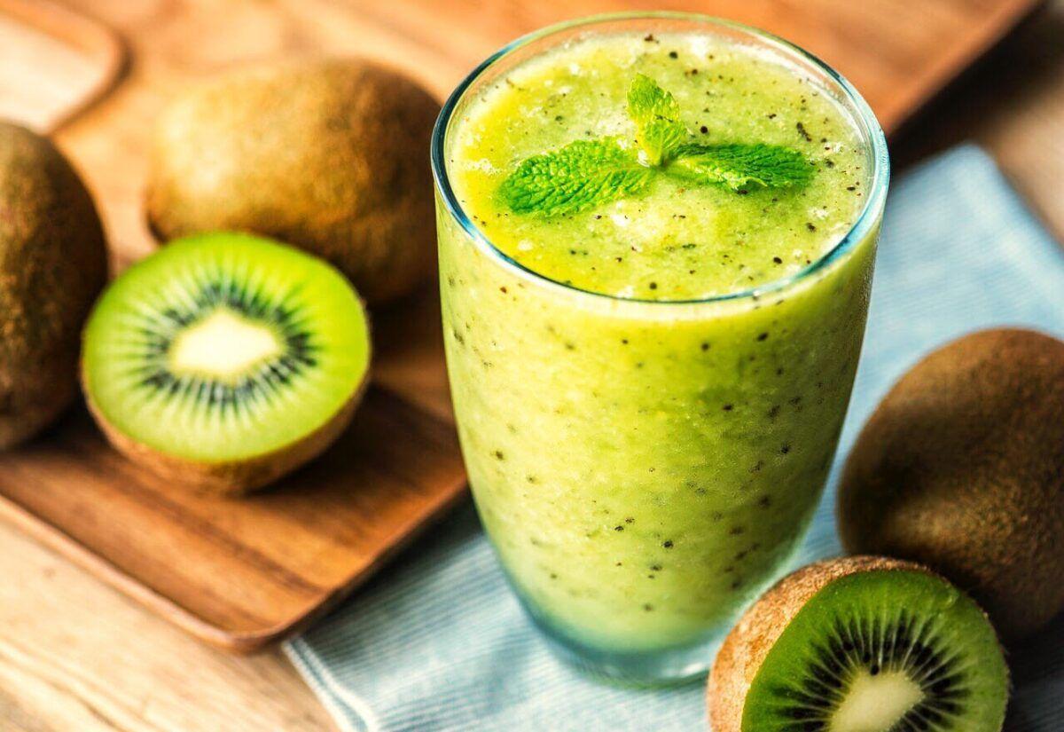 Sau phẫu thuật ung thư vòm họng, người bệnh nên uống nhiều nước ép, sinh tố kiwi