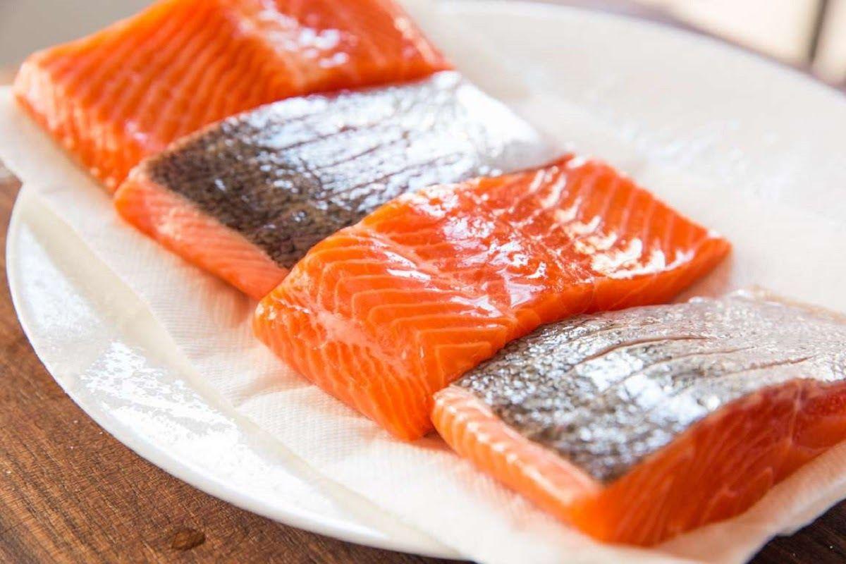 Người bị ung thư vú nên ăn nhiều cá hồi
