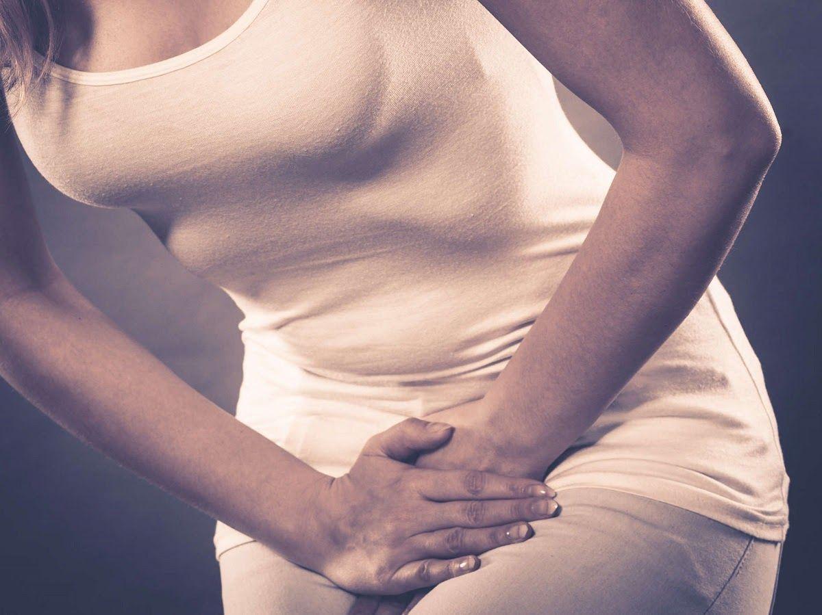 Đau vùng chậu là một trong những dấu hiệu ung thư buồng trứng tái phát