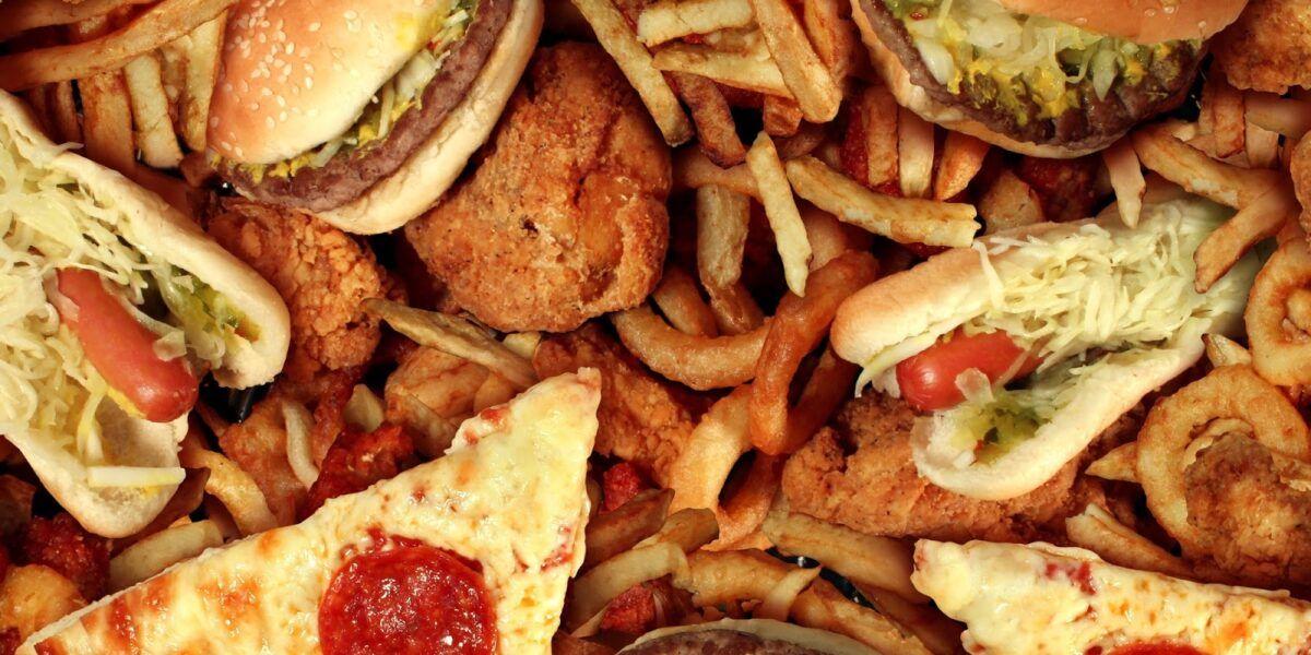 Bệnh nhân ung thư cần hạn chế các loại thịt có chứa hàm lượng chất béo và cholesterol