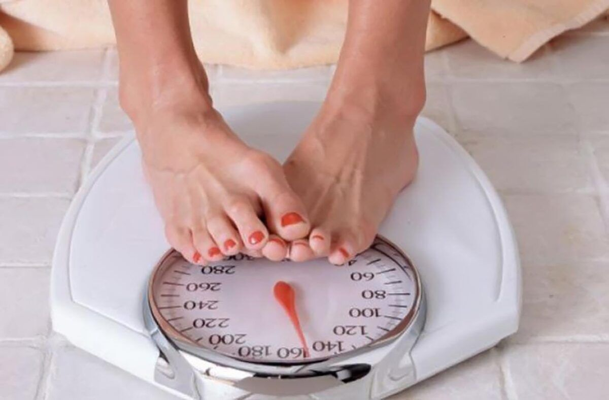 Hình ảnh 2. Sụt trọng lượng cơ thể bất thường là một trong những dấu hiệu ung thư đại trực tràng