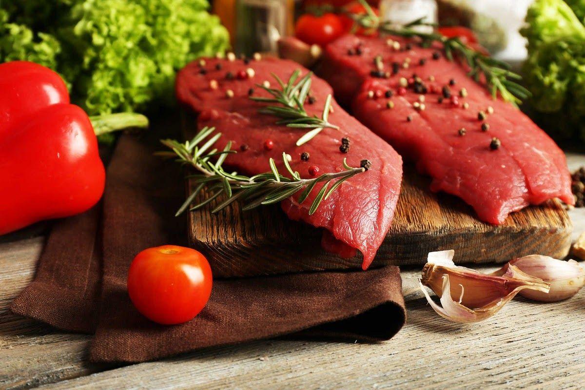 Thường xuyên bổ sung những loại thịt có màu đỏ có chứa nhiều vitamin và khoáng chất