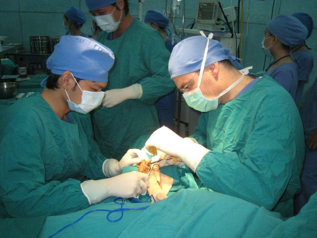 Phẫu thuật là một trong những cách điều trị bệnh ung thư dạ dày