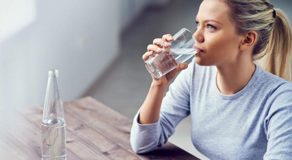 Nước đóng vai trò quan trọng đối với hệ tiêu hóa rất tốt cho bệnh nhân ung thư đại tràng