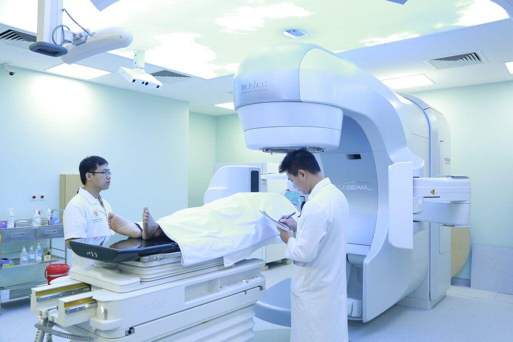 Chi phí cho xạ trị phụ thuộc vào số liệu trình điều trị cho bệnh nhân