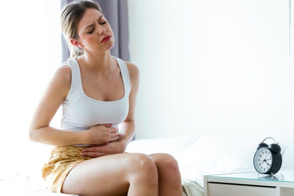 Đau bụng là một dấu hiệu của ung thư buồng trứng