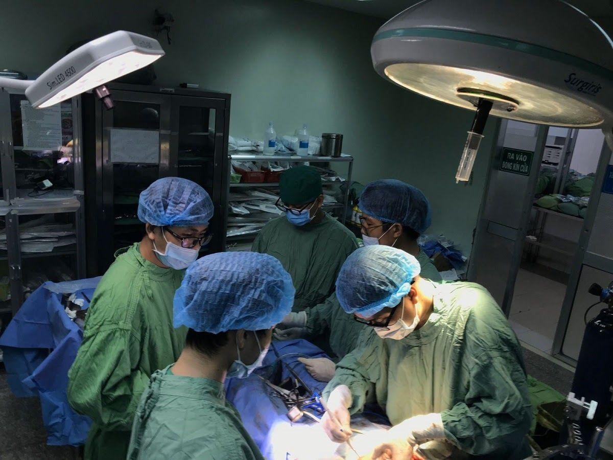 Hình ảnh phẫu thuật cắt bỏ ung thư đường mật