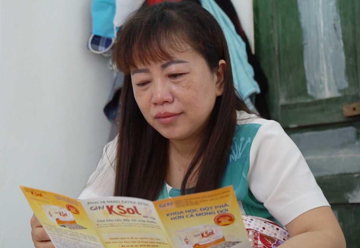 Chị Lụa xem xét rất kỹ sản phẩm GHV KSol rồi mới quyết định sử dụng