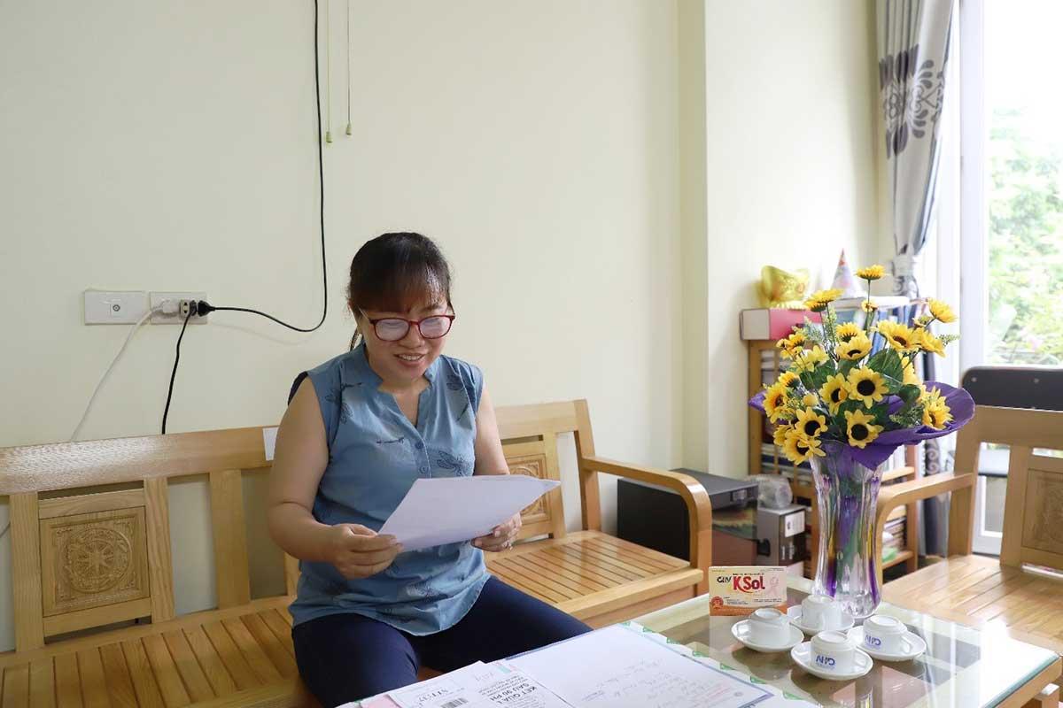 Niềm vui của chị Lụa khi xem lại kết quả khám lại tại Bệnh viện K3